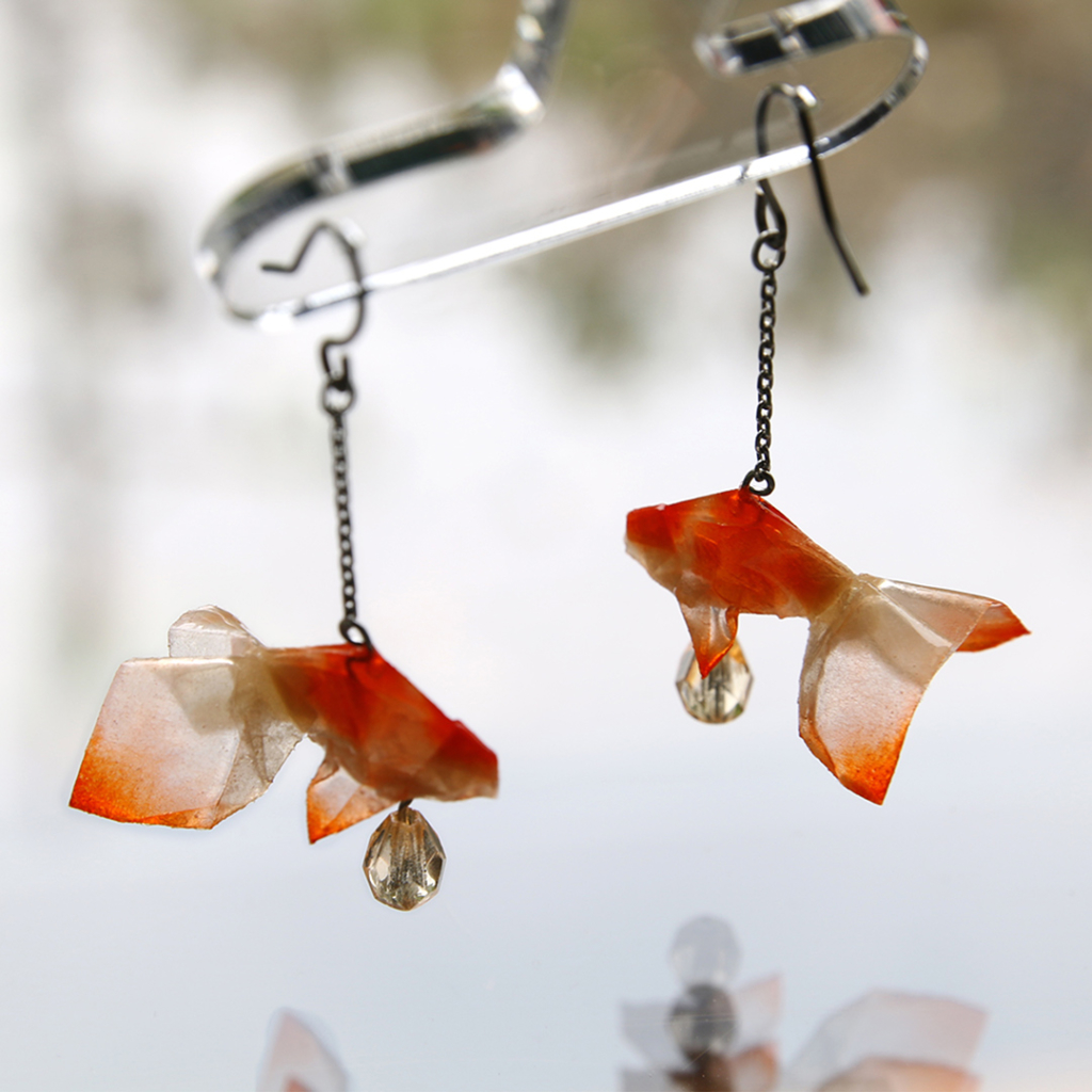金魚をモチーフにしたピアス