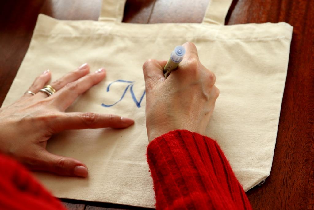 バッグ2-文字で魅せるオリジナリティのあるギフト~カリグラフィー