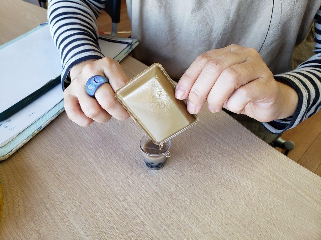 タピオカミルクティーを、ミニチュアフェイクで簡単に作る方法
